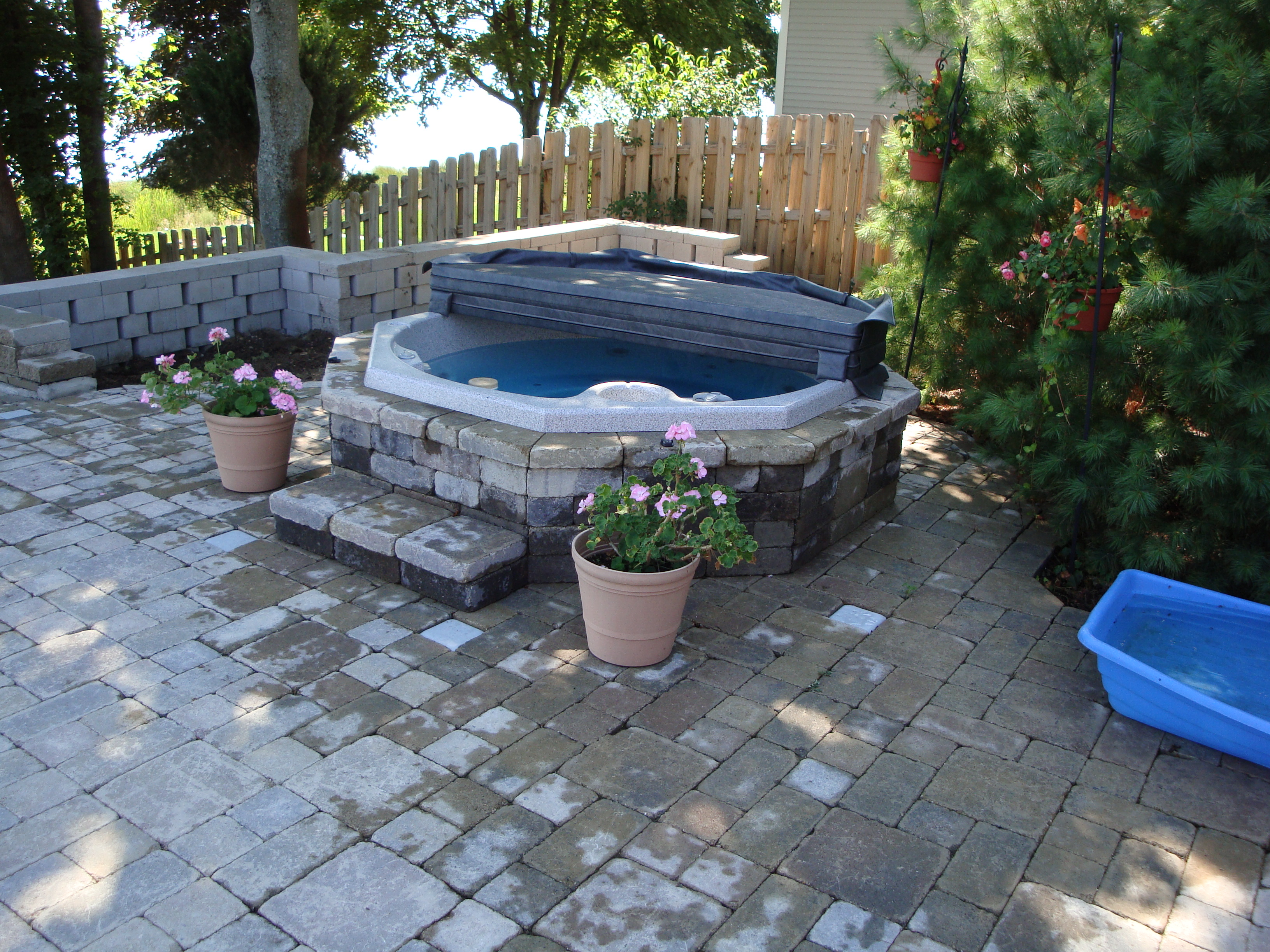 Superbe York Paver Patio Hot Tub
